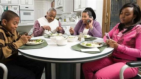 texting at the dinner table quot text at the table quot no one dailycupofjojo