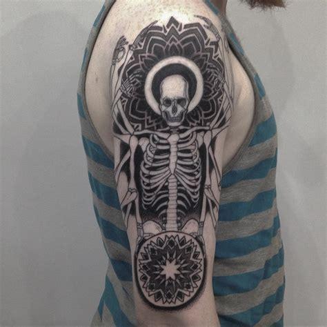 Tattoo Shoulder Dotwork | skeleton on shoulder dotwork tattoo best tattoo ideas