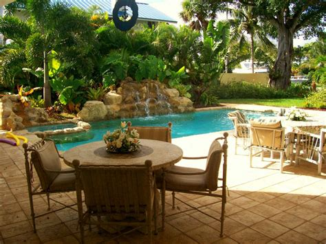 Backyard Themes by A Few Handy Modern Backyard Design Tips Interior Design