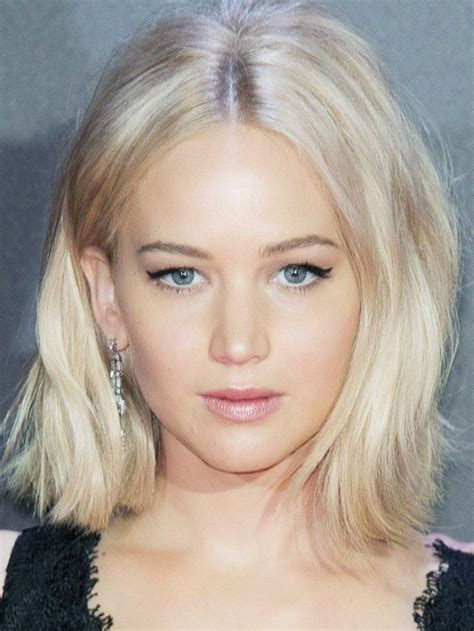 jennifer lawrence hair co or for two toned pixie jennifer lawrence s best short hairstyles to copy in 2016