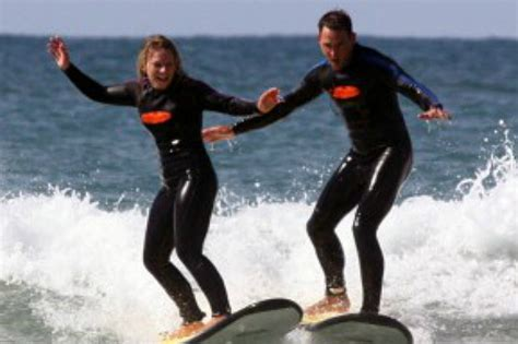 couch surfing noosa two hour learn to surf noosa tours to go
