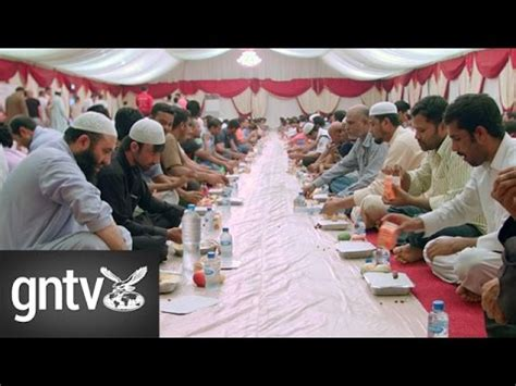 emirates red crescent emirates red crescent sets up iftar tents during ramadan