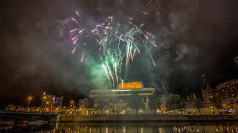 milwaukee lights festival 2017 fireworks events light up downtown milwaukee