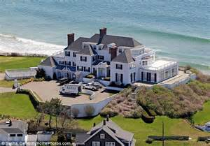 Cape Cod House Australia - her biggest fan 55 year old man charged with trespassing after trying to give taylor swift his