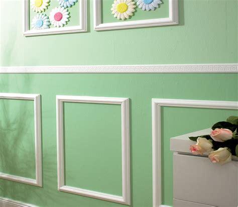 parete di cornici cornici in polistirolo o in gesso guida installazione
