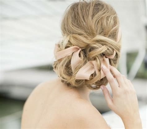 Wedding Hairstyles With Ribbon by 15 Id 233 Es Pour Un Chignon Mari 233 E Avec Des Rubans