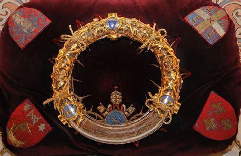 veneration   crown  thorns  paris notre dame cathedral