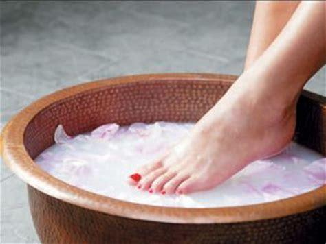 Salt Detox Foot Bath by Epsom Salt Bath Recipe For Foot Bath Scrub With Baking