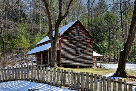 tipton cabin cades cove in the great smoky mountains