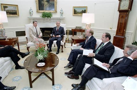 reagan oval office file reagan s meeting with oleg gordievsky in the oval
