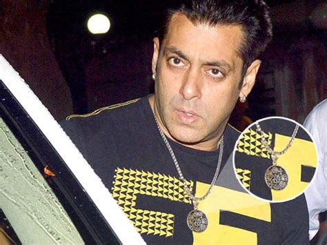 After Lucky Bracelet, Now Salman Khan Has A Holy Locket!   Filmibeat