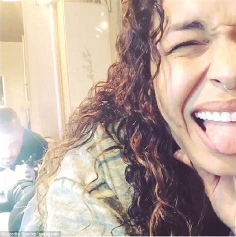 jordin sparks tattoo español jordin sparks writhes in pain during tattoo session in new