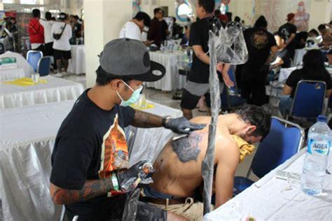 perkuat bisnis seniman tato  bali gelar tattoo contest