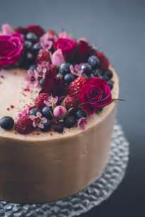 How Decorate Cake At Home 25 Best Ideas About Cake With Flowers On Beautiful Birthday Cakes Berry Cake And