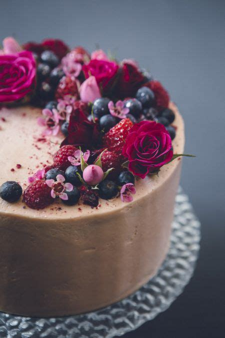 25 best ideas about cake with flowers on