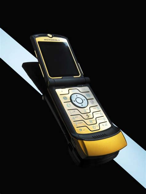 Gift It Gold Dolce Gabbana Razr V3i by Digyourowngrave The Dolce Gabbana Gold Razr V3i