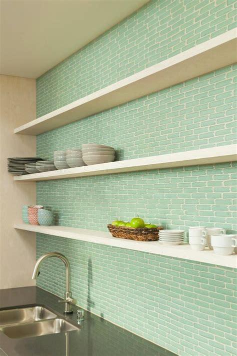 cocinas  azulejos verdes esmaltados  green tiled kitchen backsplahs vintage chic