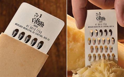 Parutan Multifungsi Berbentuk Seperti Kuas kartu nama ini juga berfungsi jadi parutan keju