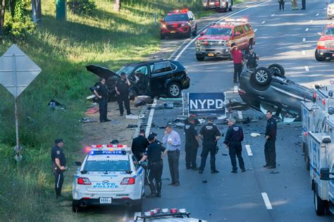 2 dead 7 injured in 4 car crash on grand central parkway in ny daily news