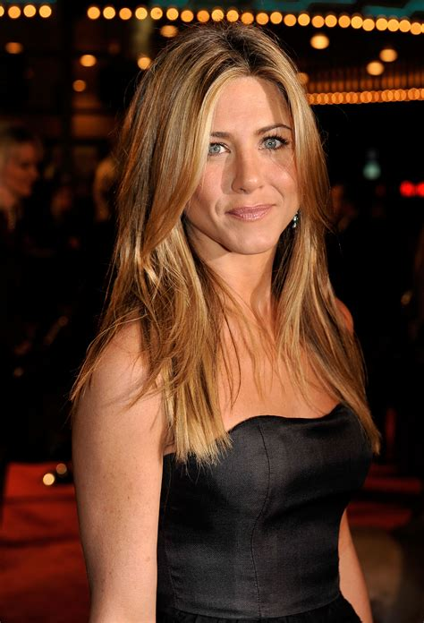Lepaparazzi News Update Aniston Tops Hairstyles Poll by Aniston Pictures Gallery 10 Actresses