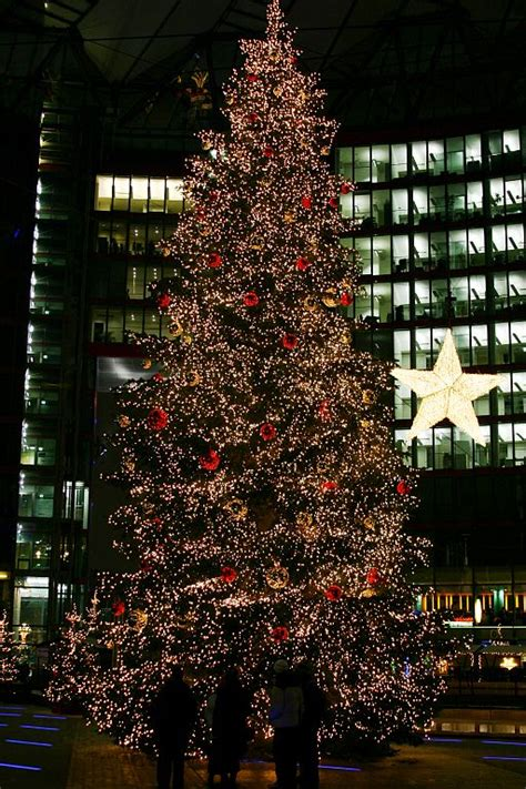 file christmas tree on the potsdamer platz sony center