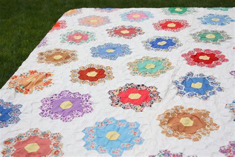 Hexagon Patchwork Quilt - how to sew paper pieced hexagons weallsew