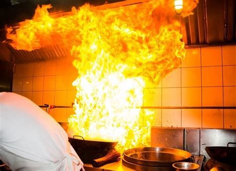 How Do Kitchen Fires Start by Does Your Kitchen Staff What To Do When A Grease