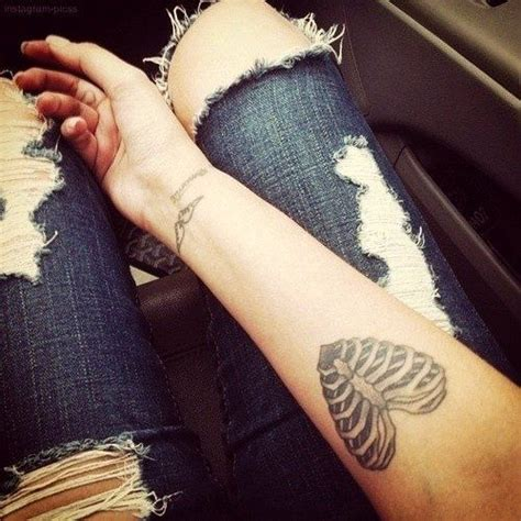heartbeat tattoo rib cage skeleton heart tattoo pictures photos and images for
