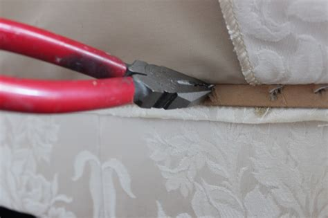 How To Remove Upholstery Staples by Easy Sofa Makeover Remodelando La Casa