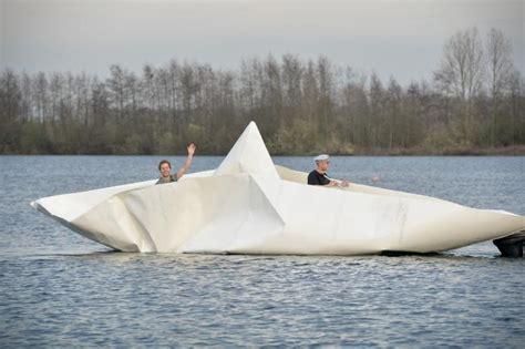 bootje maken dat kan varen het lichaam van coppens vaart in bootje van papier en