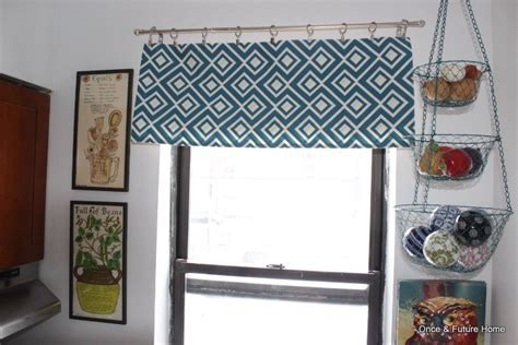 MSB: Table Runner into Window Valance & Throw Pillow