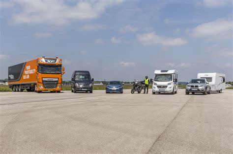 Adac Kfz Versicherung Test 2015 by Adac Test Pkw Bremst Besser Als Motorrad Magazin Von
