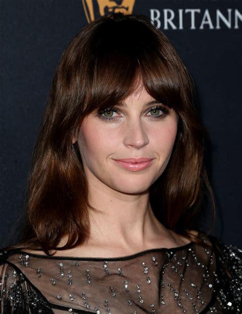 felicia jones cuts her hair felicity jones metallic eyeshadow beauty lookbook