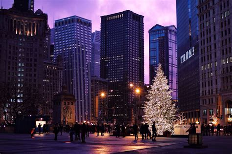 christmas tree at night in michigan avenue plaza in