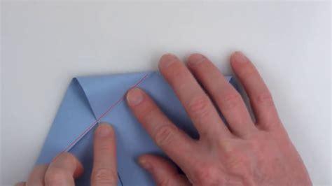 World Record For Folding Paper - ギネス記録保持者が教える 世界で最も遠くまで飛んだ紙飛行機の折り方 gigazine