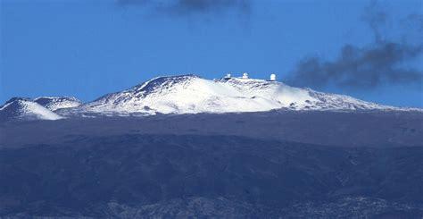mauna kia dusting of snow atop mauna kea brings white to