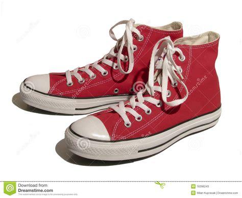 imagenes de sapatillas rojas zapatillas de deporte rojas fotos de archivo imagen