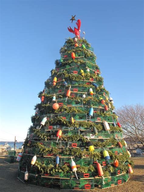rockland s 2009 lobster trap christmas tree maine travel