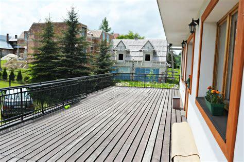 balkonbelag wpc balkonbelag wetterfest und wasserdicht aus kunststoff holz