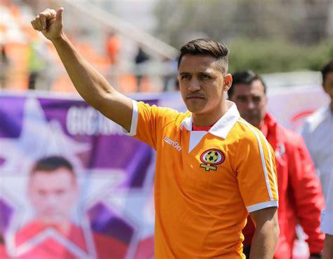 alexis sanchez cobreloa alexis sanchez wears chilean club shirt on international