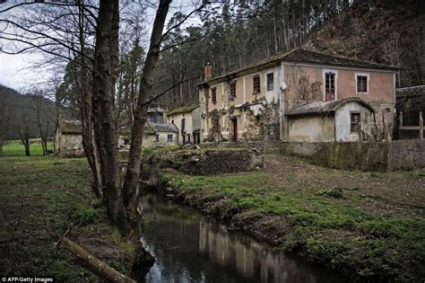 Abandoned Town In Ct by Inside The Spanish Ghost Villages You Can Buy For 163 50 000