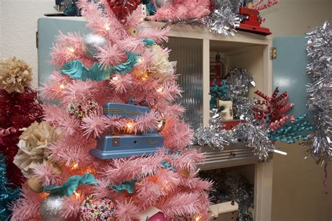 theme tree how to decorate a sewing themed christmas tree jennifer