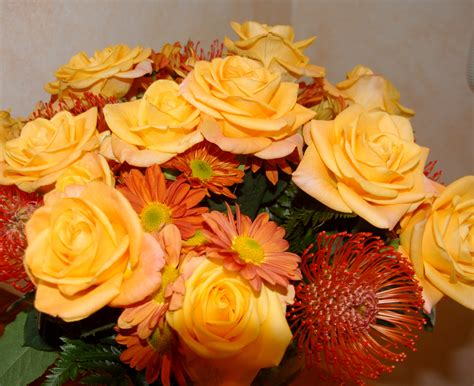 How To Make A Bouquet Of Roses With Paper - file yellow flower bouquet roses jpg wikimedia commons