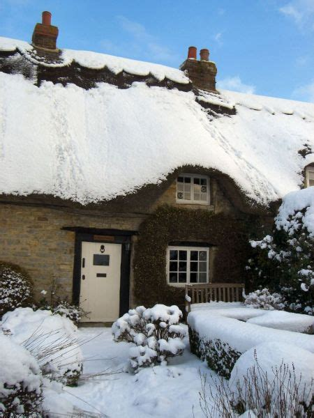 thatch romantic cottage  buckinghamshire sleeps