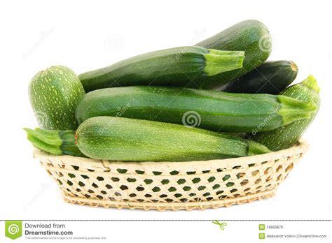 imagenes verduras verdes peque 241 os tu 233 tanos vegetales verdes frescos en una cesta