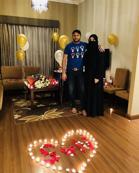 Shahid Afridi Celebrating his 18th Wedding Anniversary