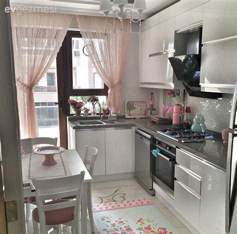 Pin Beyaz Modern Mutfak Tezgah Tasarimi On Pinterest | beyaz mutfak halı modern mutfak mutfak mutfak masası