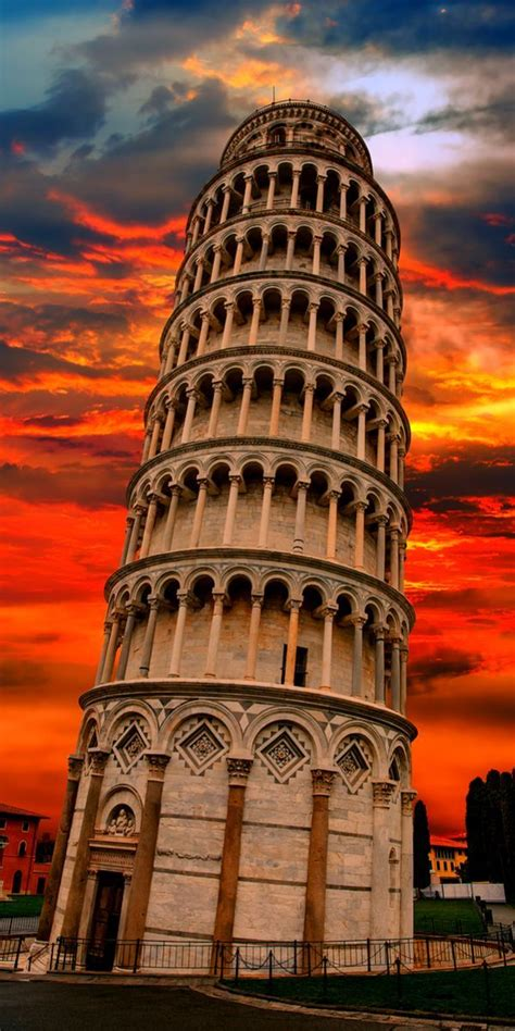 leaning tower pisa italy   click