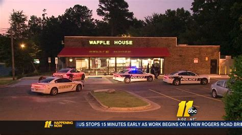Waffle House Durham Nc by Durham Investigating Waffle House Armed Robbery Abc11