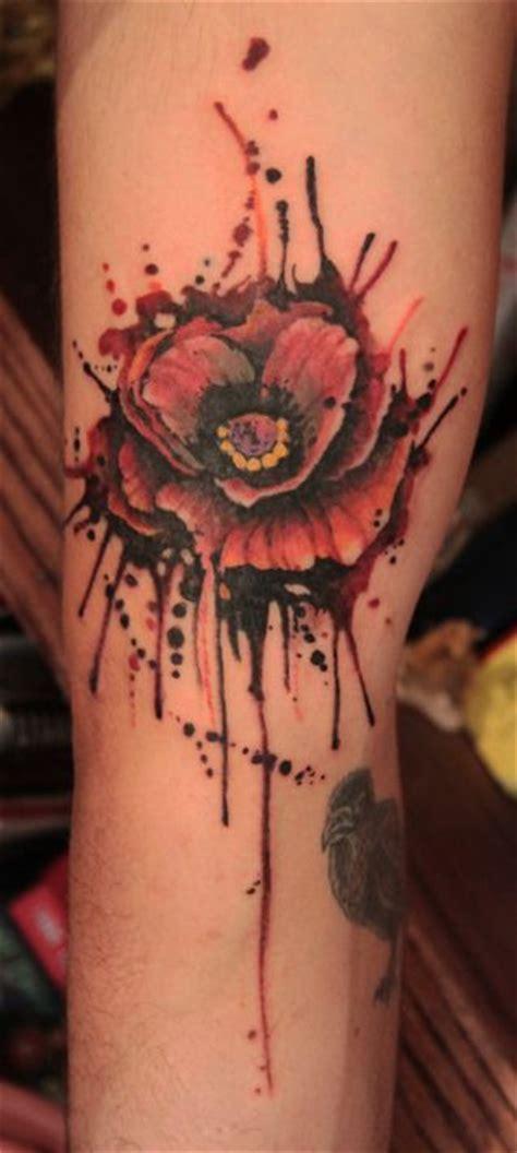 flor de amapola en acuarelas tatuajes para